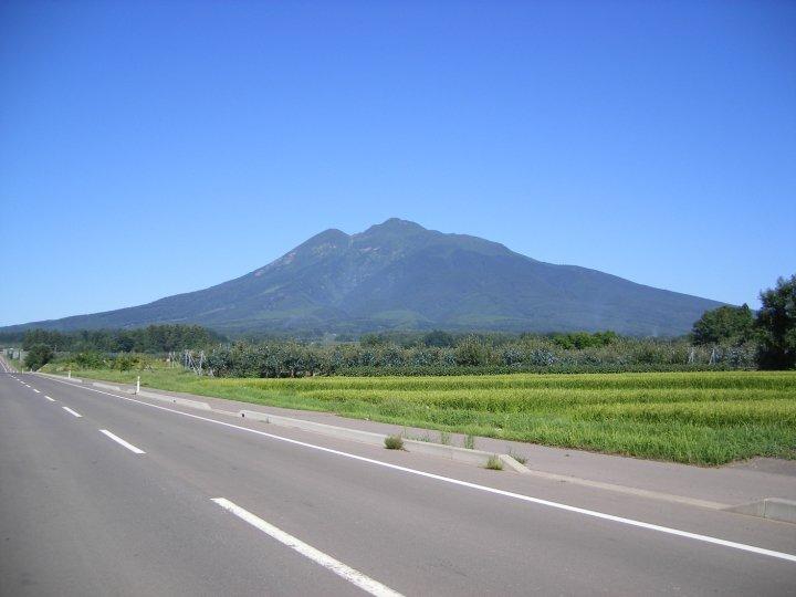 Núi Iwaki nơi có vườn táo thần kỳ của Kimura