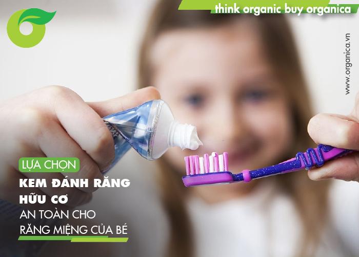 Lựa chọn kem đánh răng hữu cơ an toàn cho răng miệng của bé